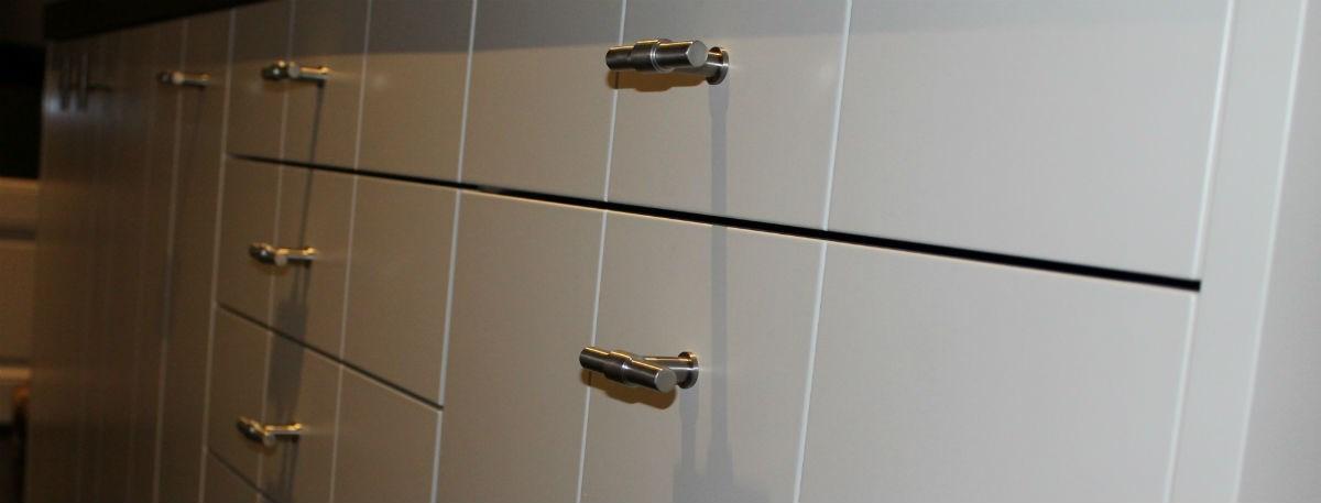 Piet Boon Keuken Wit : keuken voorzien van kunststof-fronten, afgewerkt met ABS.Deze keuken