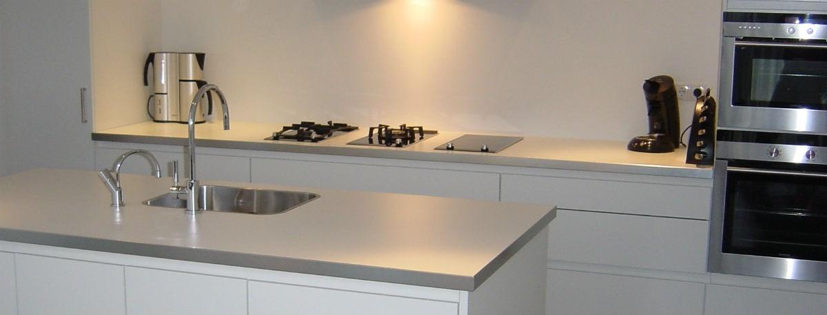 Witte keuken met composiet werkblad ~ consenza for .